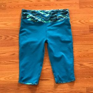 Fabletics Blue Capri leggings Size M